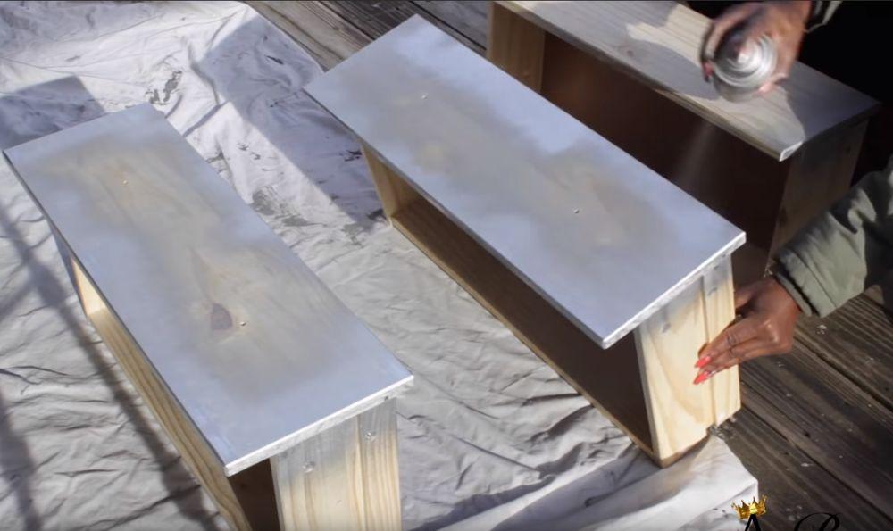 Красим ящики тумбочки