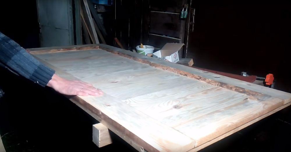 Почти готовая деревянная дверь