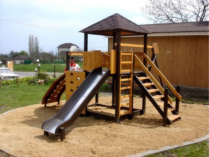Детский игровой комплекс с горкой.