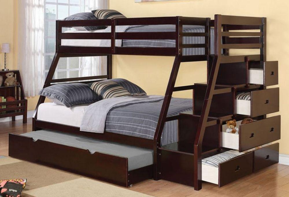 Двухъярусная кровать с выдвижным четвертым спальным местом.