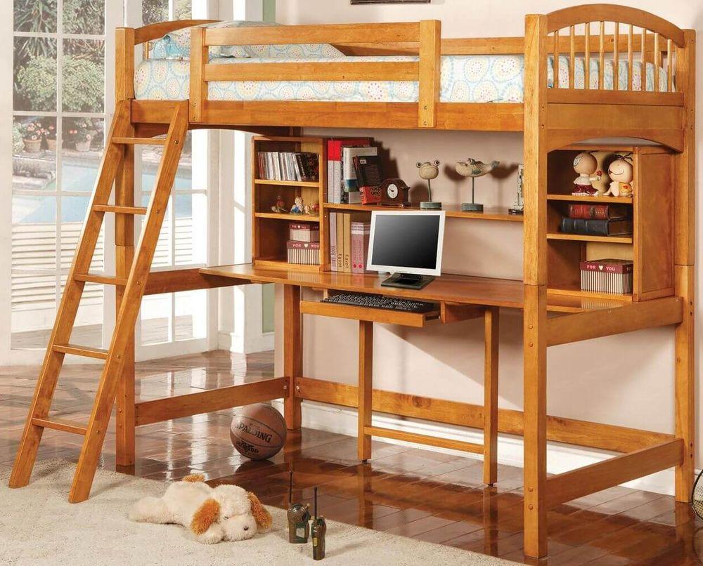 Двухъярусная кровать со столом и отдельным рабочим местом.