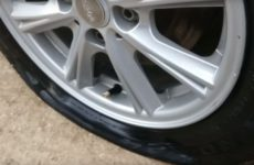 Как самостоятельно заменить ниппель (сосок) на бескамерной шине без снятия колеса.