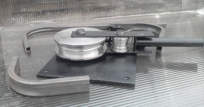 Гибка профильной трубы методом обкатки.