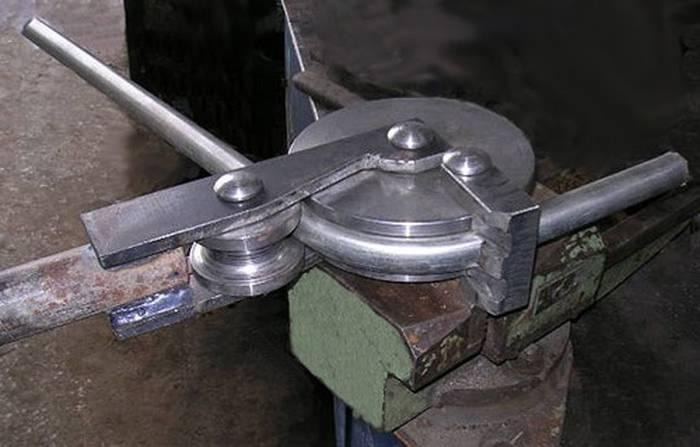 Гибка круглой трубы методом обкатки.