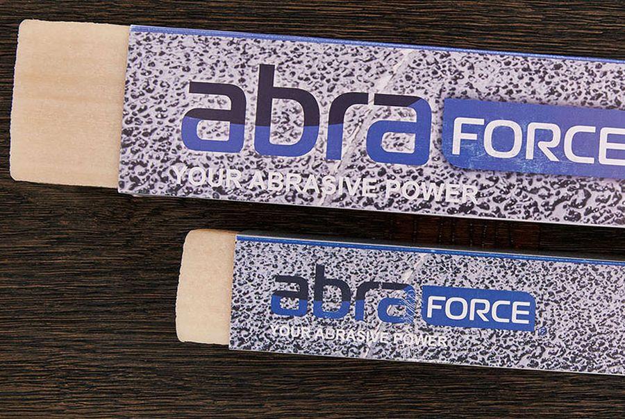 Каучуковый карандаш для чистки абразивной ленты.