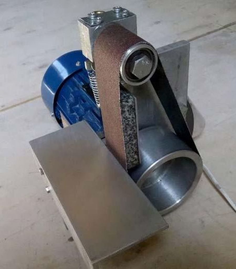 Компактный ленточно- шлифовальный станок на двух роликах.