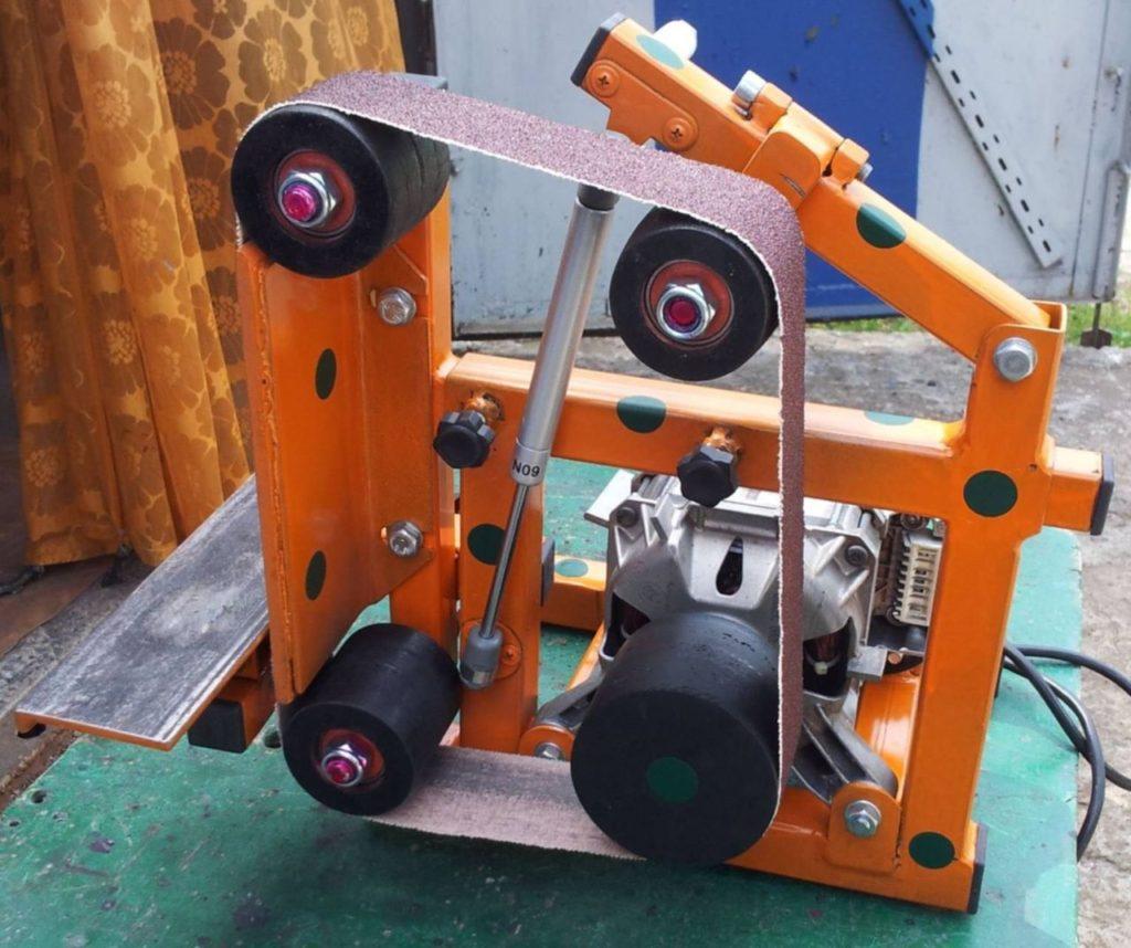 Гриндер- ленточно шлифовальный станок с мебельным газовым амортизатором.