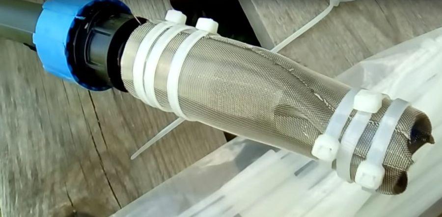 Фильтр обёрнутый нержавеющую в сетку.