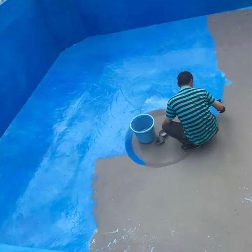 Покраска чаши бассейна резиновой краской.