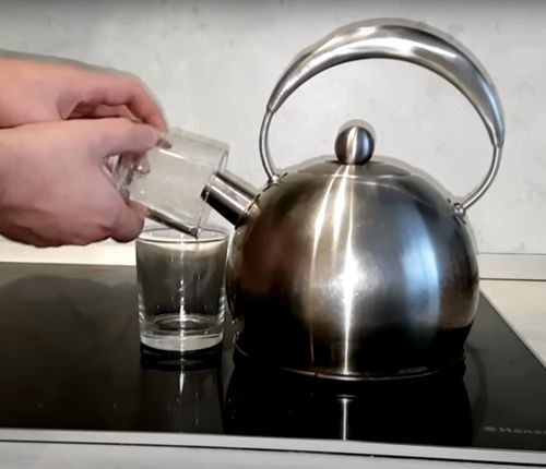 Обрабатываем вымытые стаканы паром.