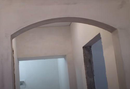 Готовая арка в дверном проёме.