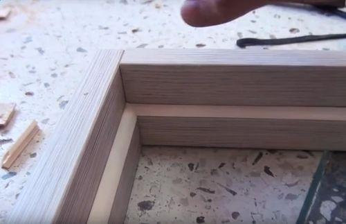Стыковка верхней и боковой планки коробки двери.