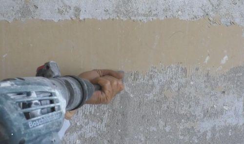 Удаление краски с помощью перфоратора.